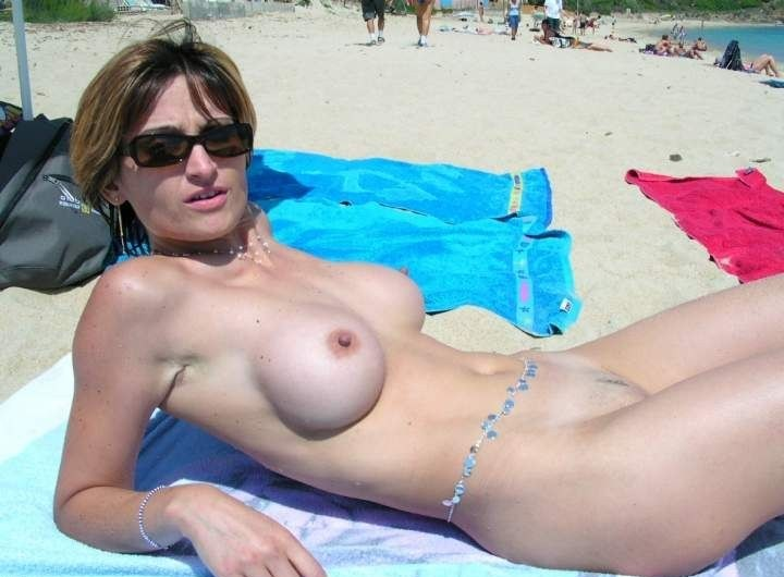 Hot lady on a young nudist beach expose reveal her perfect round boobs and her shaved snatch