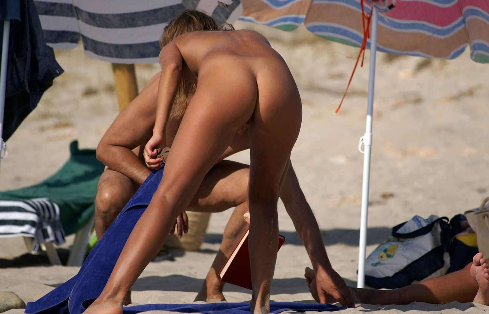 Nice ass crack view on a nudist beach
