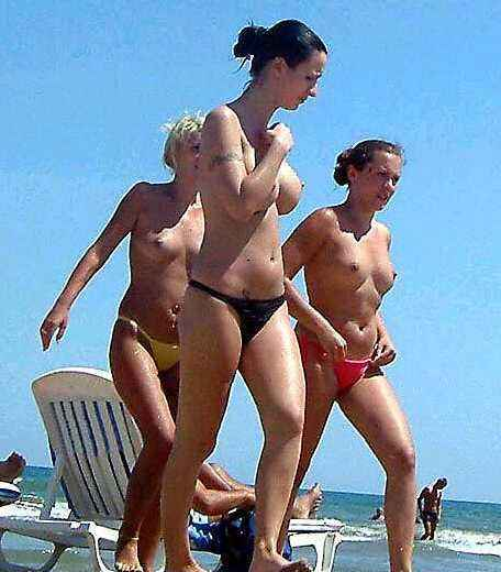 Athletic seminude girls on their way to the water