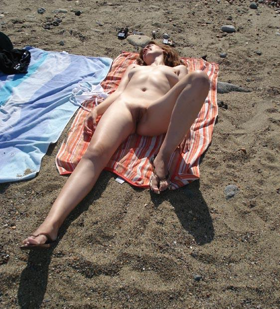Tempting young nudist secretly watched from a place of rendezvous