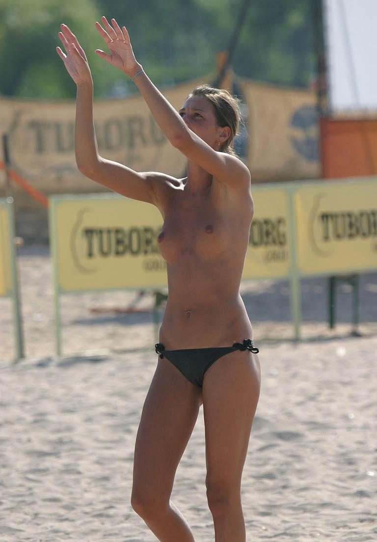 Topless chick plays volleyball in the beach