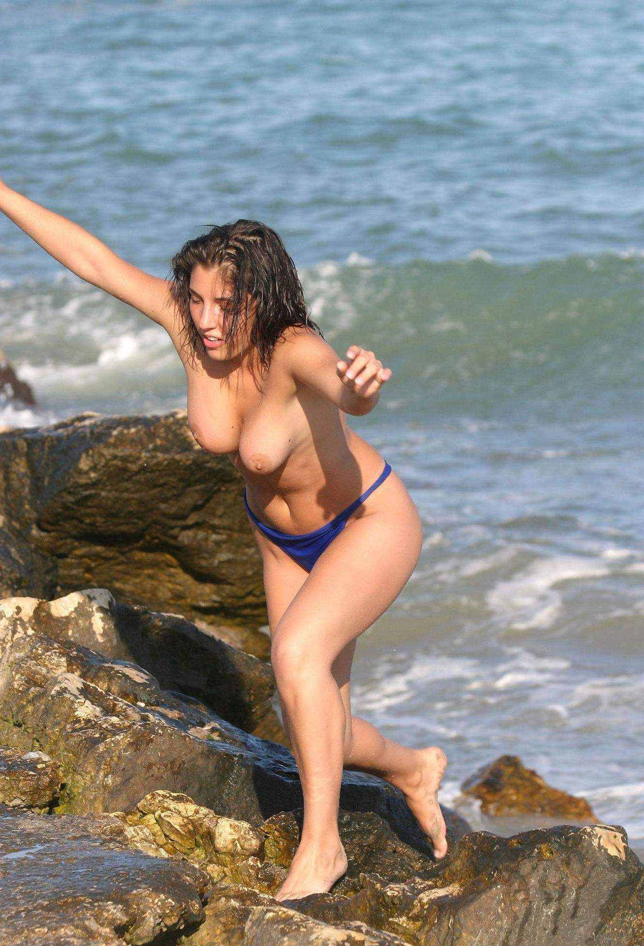 Hottie caught topless while exiting from water
