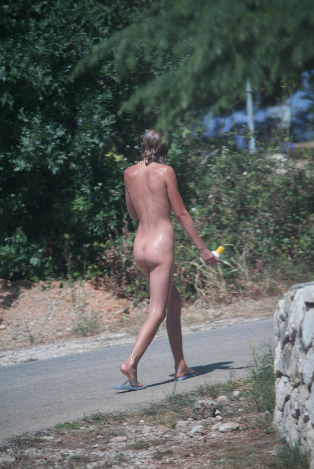 Nude girl walking like on catwalk