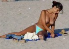 Topless babe reveal her hanging boobs on the beach