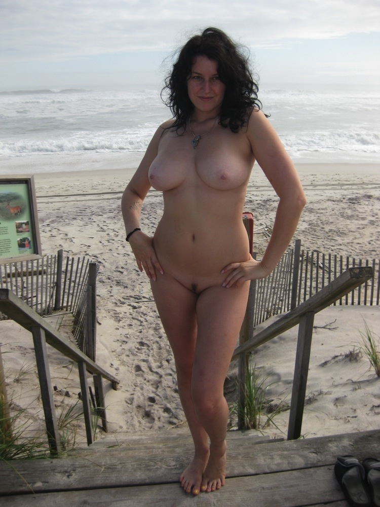 Voluptuous nude chick posing for her man