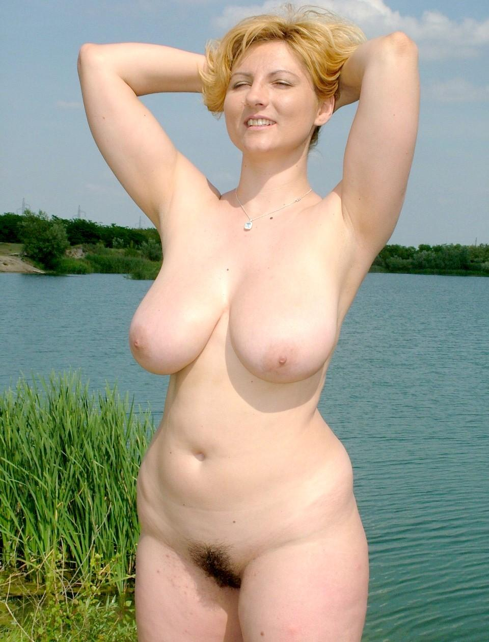 Voluptuous naturist babe revealing her beaver