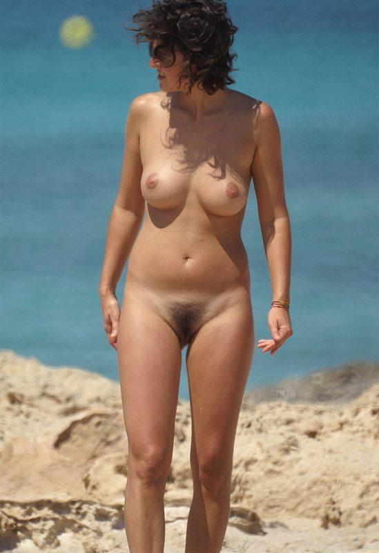 Middleaged mama showing off her hairy puss at the beach