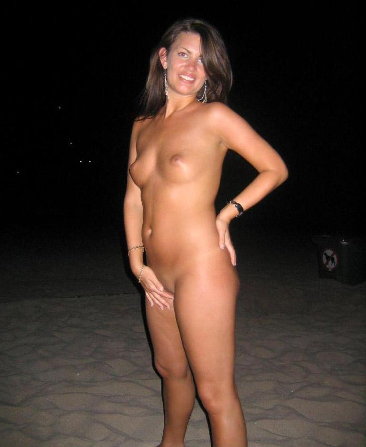 Nude babe posing on the beach