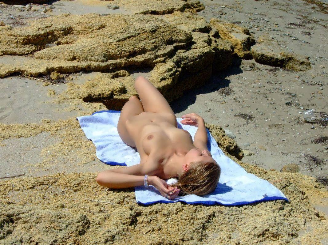 Sexy blonde suntanning totally nude