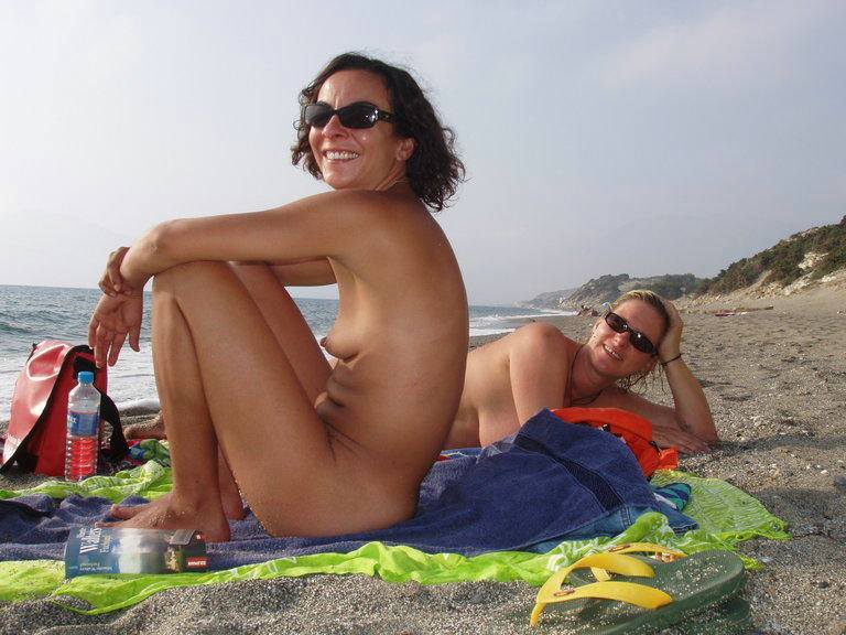 Nudist babes love to be photographed