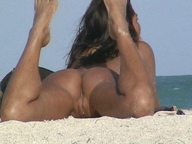 Well tanned beautiful exciting slit and ass crack exposed for voyeur eyes in a public nudist beach