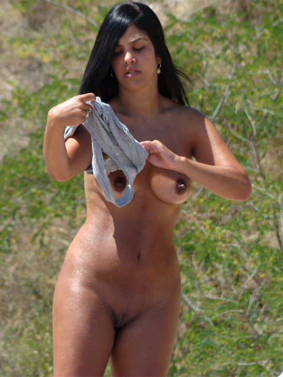 Awesome voluptuous chick nude with big brown nipples and shaved juicy muff