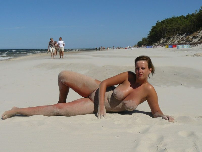 Sand dirty voluptuous babe exposing her busty awesome body and delicious nudity