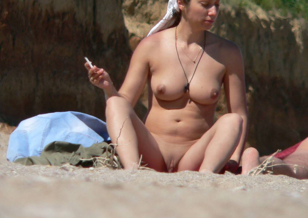 Nude babe tan her perfect round boobs and her open juicy slit