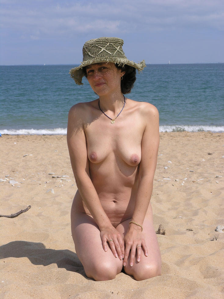 Nudist milf still has what it takes to be a bombshell