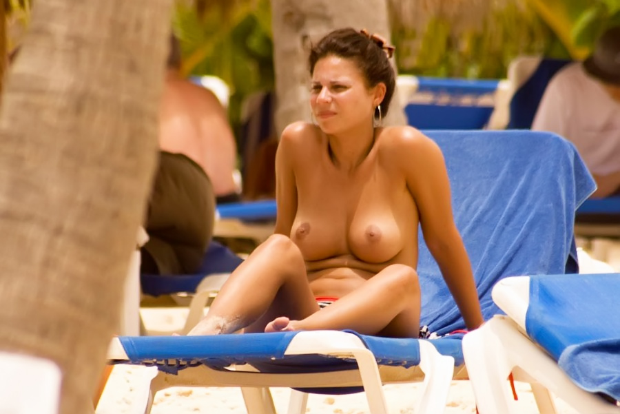 Stunning young nudist is on her way to bronzed perfection