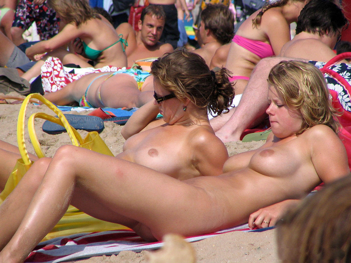 Gorgeous nude girls parades their sexy body in a sea of people