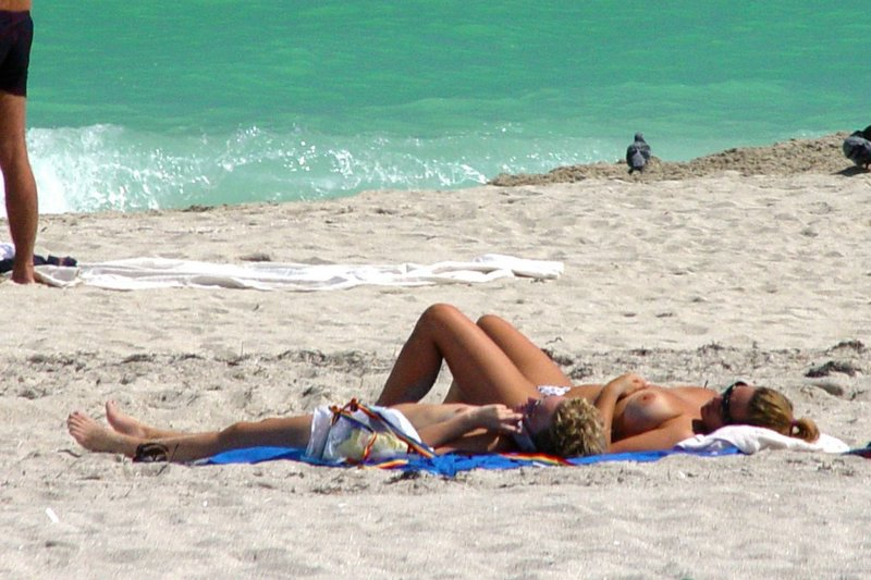 Gorgeous nude teens relaxing under the sun