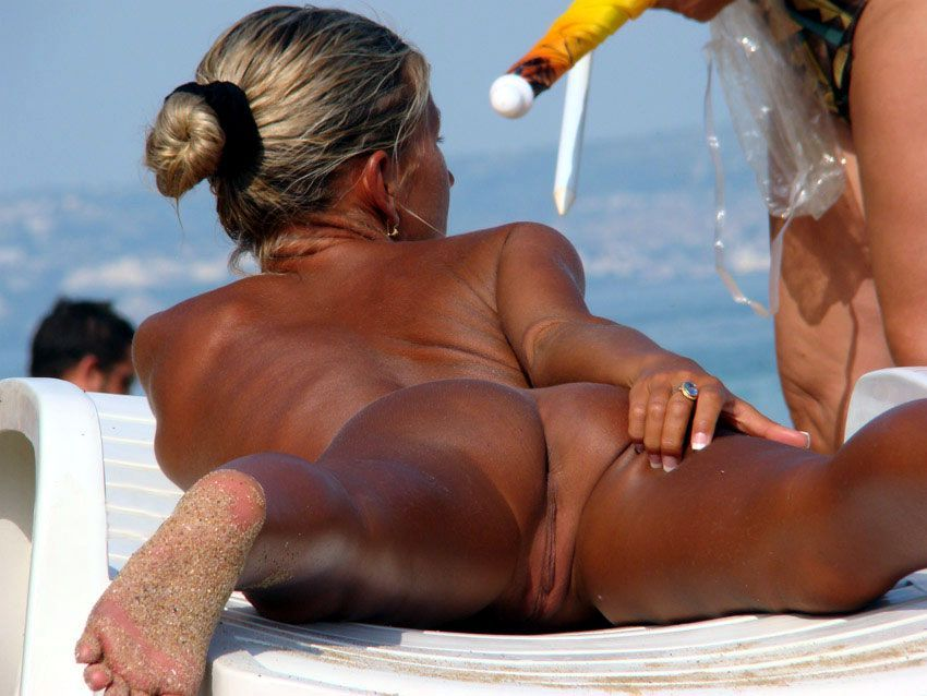 Hot naked lass gets too much sunshine
