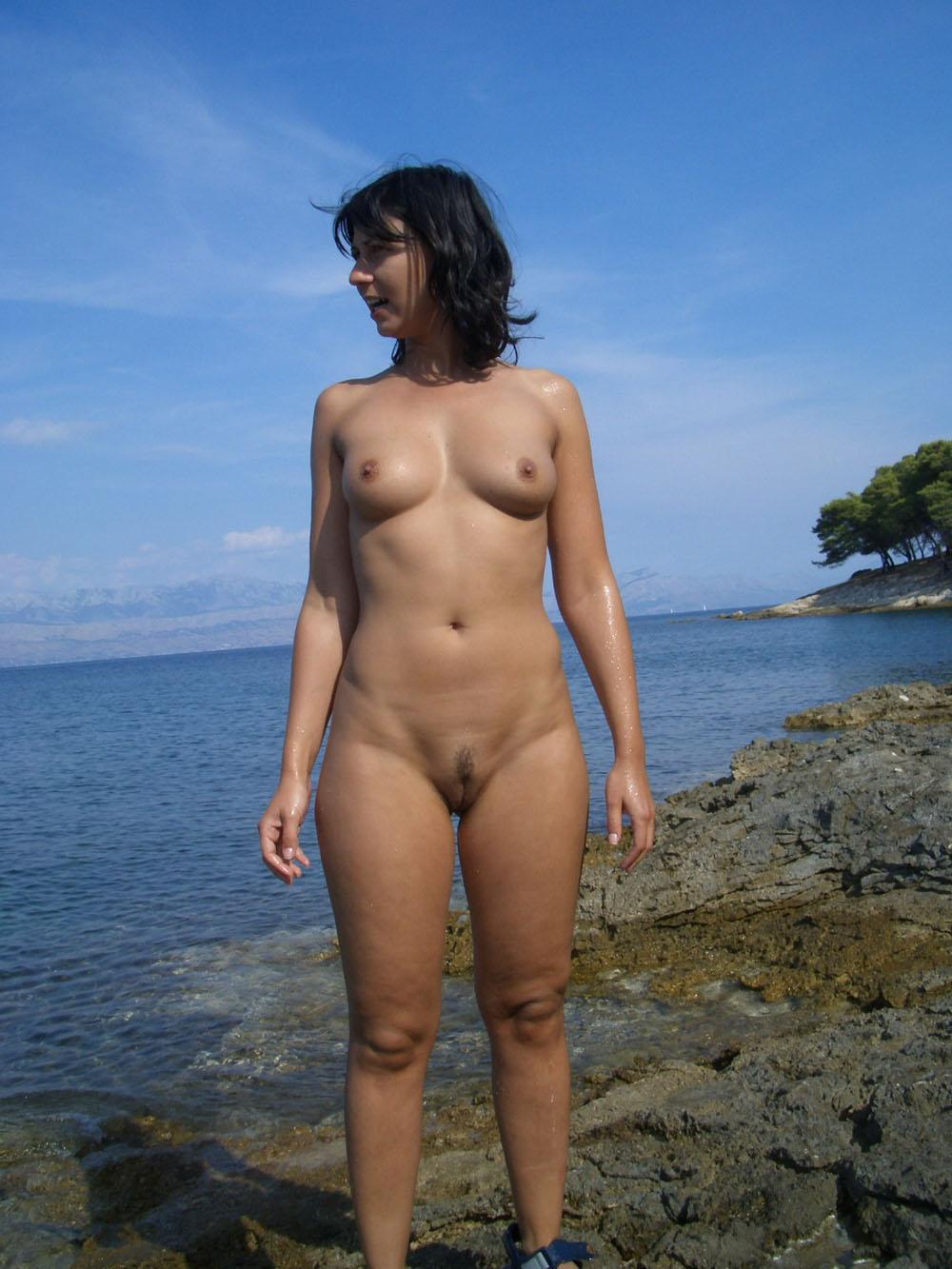 Naked sex kitten unaware of the hidden cam