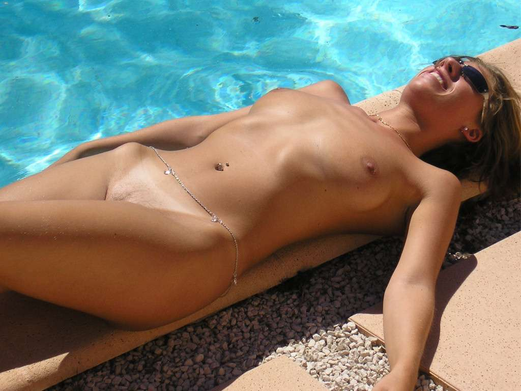 sexy-naked-girls-sunbathing