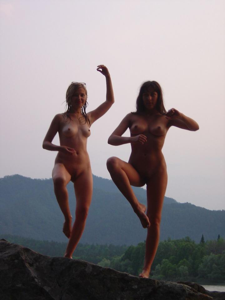 Wild naked senoritas ruling the natural world of tai chi
