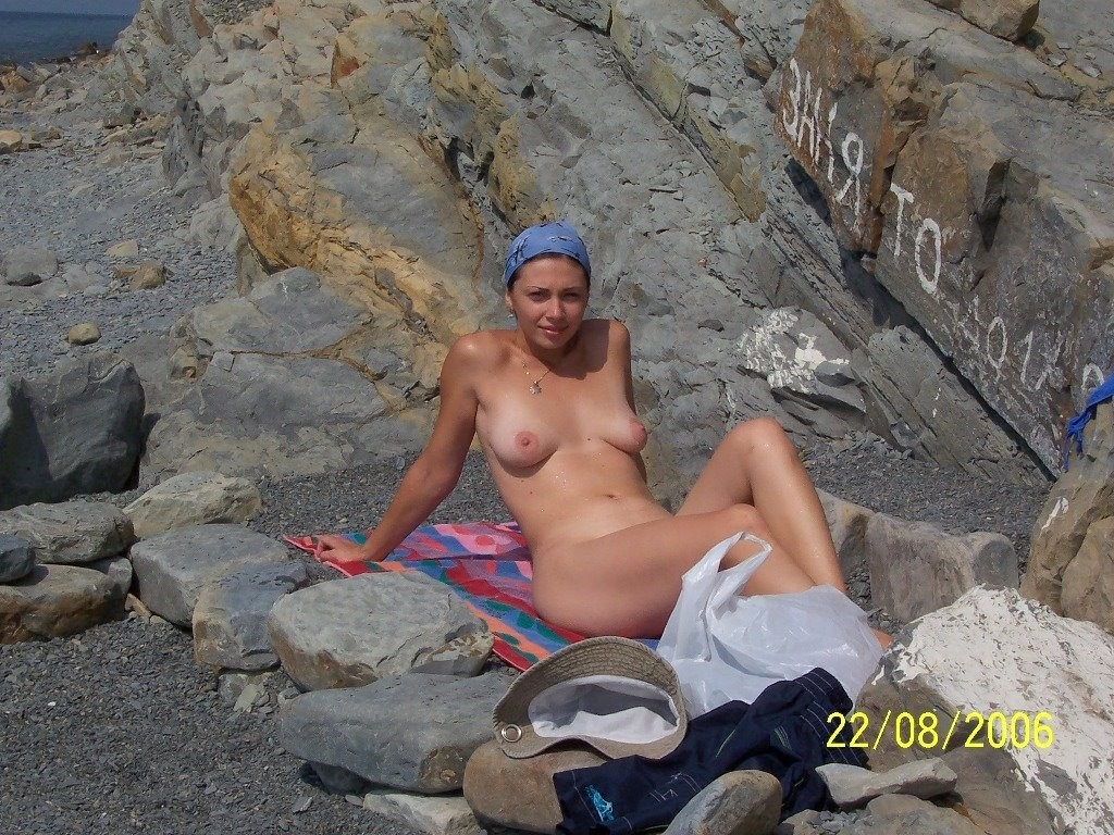 This babe wants to demonstrate she has beautiful body
