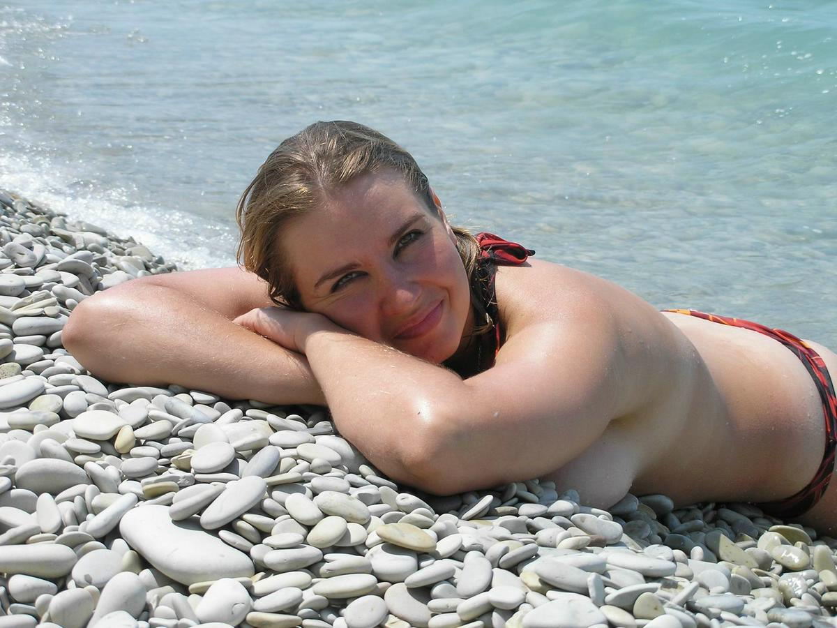Voluptuous sunbathing damsel just made a bed rock