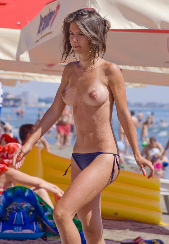 Sweet brunette has perky tits and no need bra