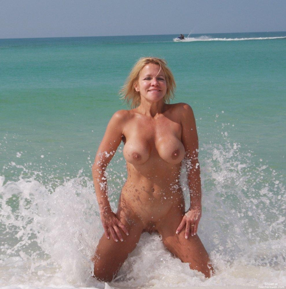 This water splashing give her pleasures
