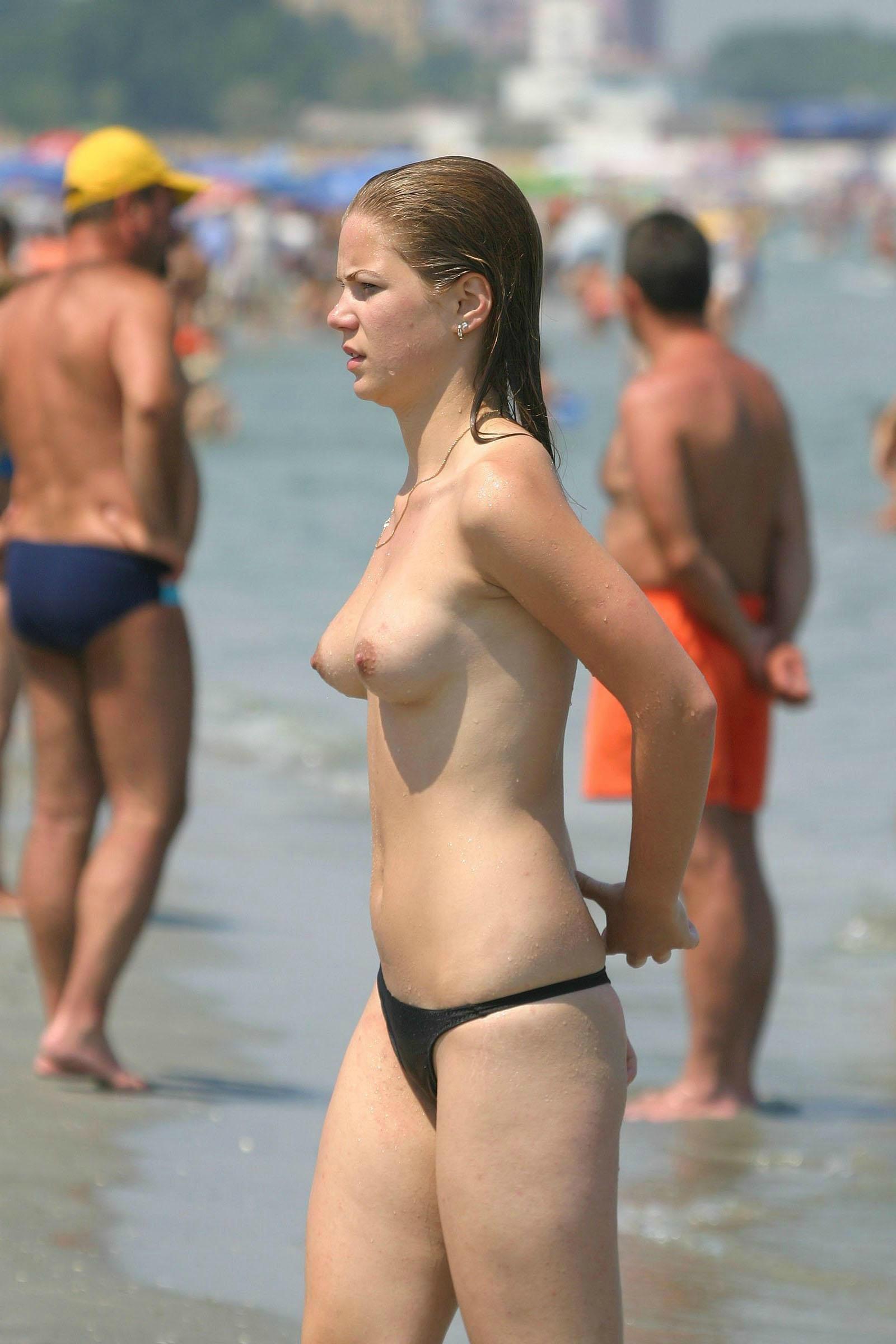 Topless hottie nude on a public beach